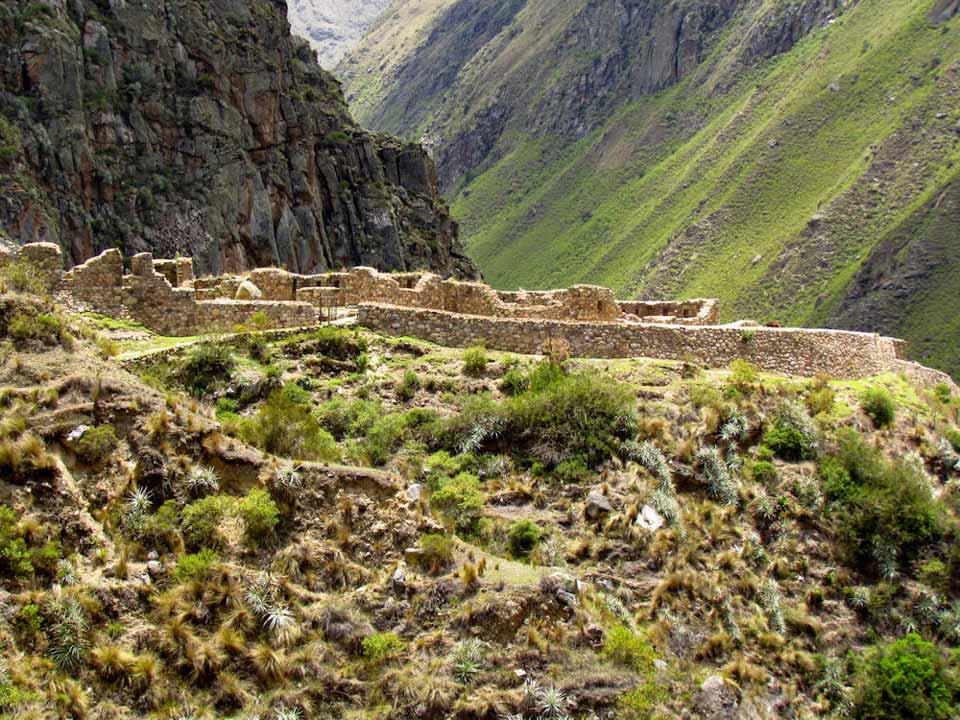 Willka Raqay Ruins - Inca Trail to Machu Picchu
