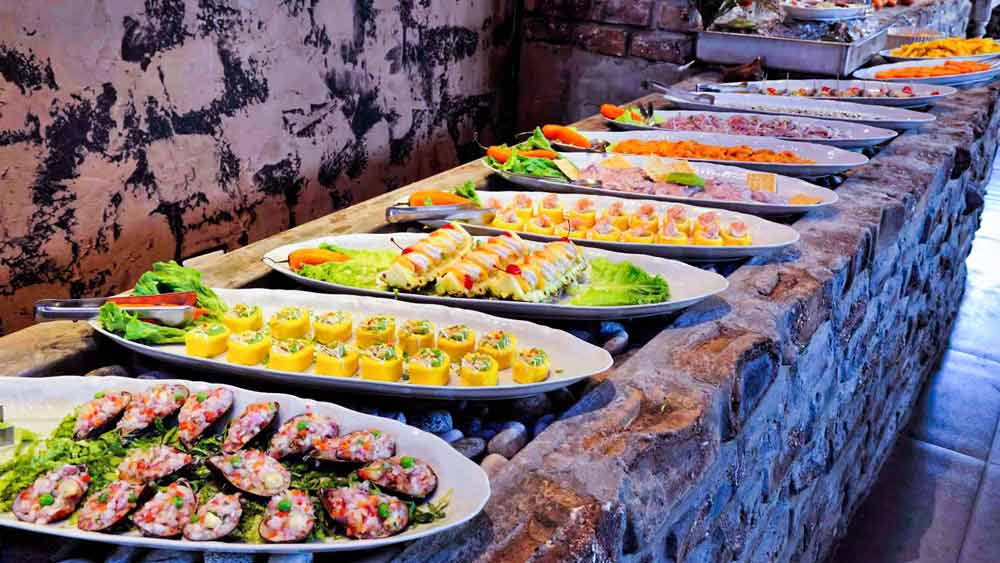 Buffet Dinner + typical dances Peruvian show 15 days living tourism tour