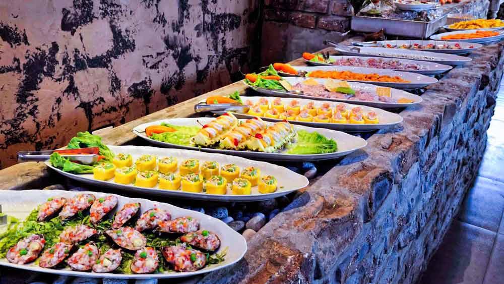 Buffet Dinner + typical dances Peruvian show 18 days living tourism tour